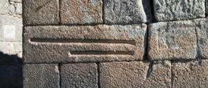 Côvado e vara inscrito na muralha da Sortelha